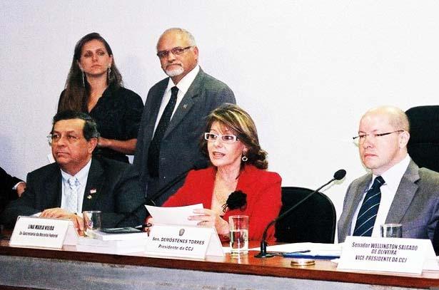 ex-diretora da Receita Federal desmoralizando Lula e Dilma com a verdade. E neste caso, o diabo não veste vermelho.